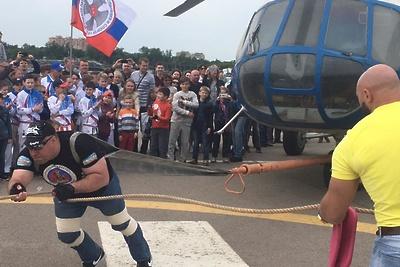 Спортсмены из Люберец перетянули вертолет Ми‑17 весом свыше 7 тонн