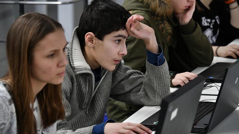 Летняя школа «Физика, математика, информатика» для старшеклассников завершилась в Дубне