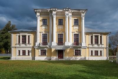 Жители и гости Воскресенска до 30 ноября смогут посетить выставку «Скульптура в усадьбе»