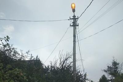 Аварийный фонарь в поселке Нахабино отремонтировали по просьбе жителя
