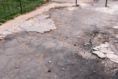 В Подольске заделают ямы во дворе на Большой Зеленовской улице к 6 сентября