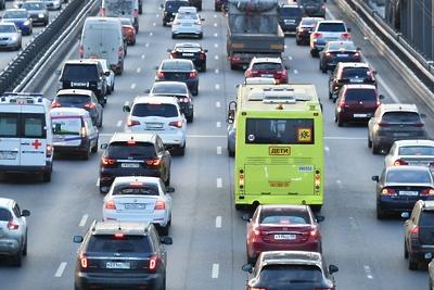 Число машин на дорогах Подмосковья увеличилось по сравнению с началом недели