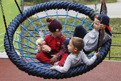 Почти 150 детских игровых комплексов установили в Подмосковье по губернаторской программе