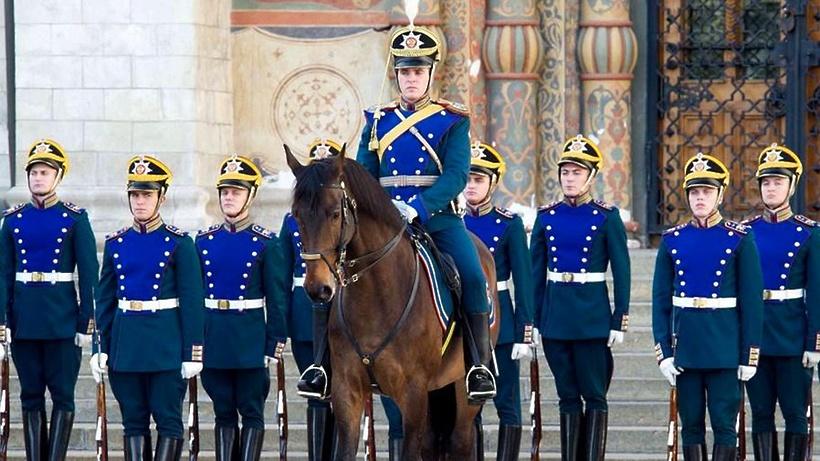 Церемонии развода караулов Президентского полка возобновляют в Москве с субботы