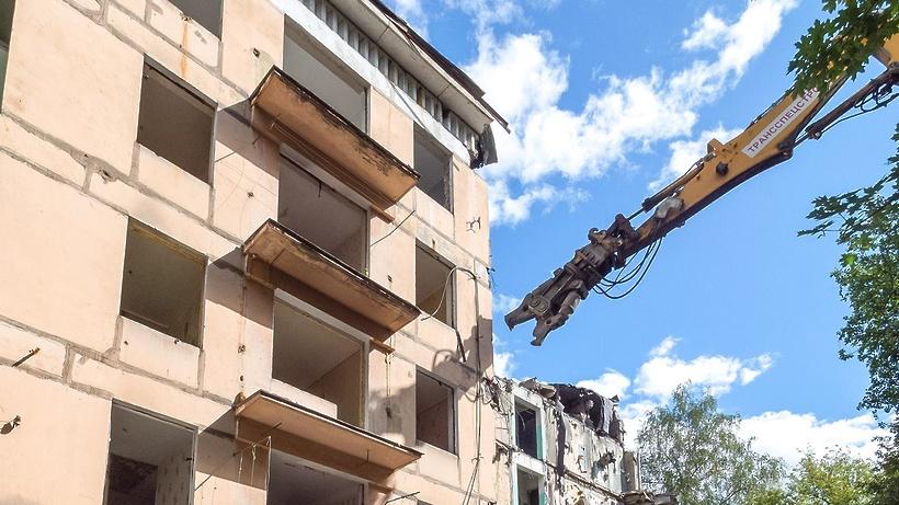 Демонтаж дома по технологии «умного сноса» начали в Бабушкинском районе столицы