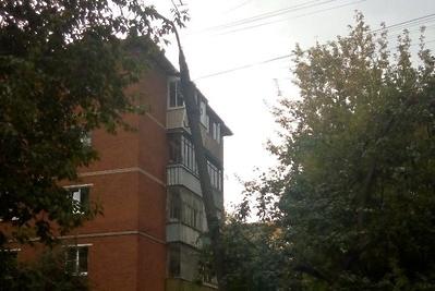 В Подольске выпрямят покосившийся столб у детского сада на улице Свердлова до 13 сентября