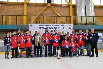 Подмосковные следж‑хоккеисты стали победителями Кубка мужества