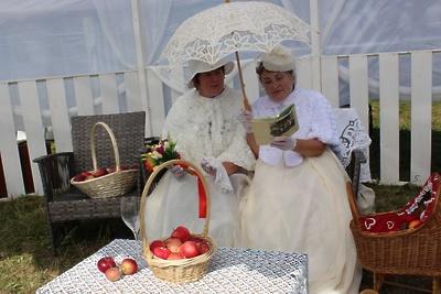 В Подольске на фестивале «Славянское подворье» будут фотографироваться в старинных платьях