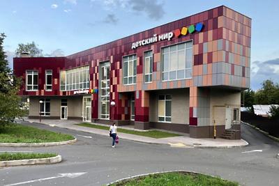 Здание торгового центра с кафе достроили в Звенигороде