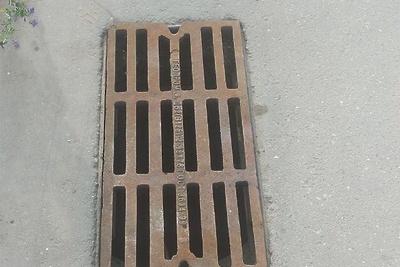 В Подольске восстановили крышку люка ливневой канализации по просьбе жительницы