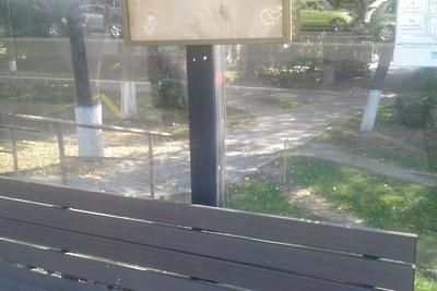 В Подольске очистили вандальные надписи с остановки на улице Кирова по просьбе жительницы