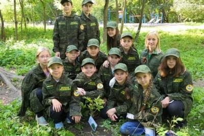 Юные лесничие из Истры подарили городскому парку сеянцы каштанов