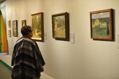 Жителей Люберец приглашают посетить до 17 ноября выставку, посвященную Дню слепых