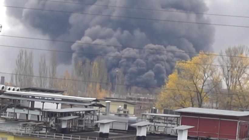 Видео крупного пожара на складе в столичном районе Кунцево