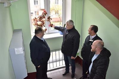 Депутат Ефимов проверил ремонт подъездов в микрорайоне Балашихи по программе губернатора