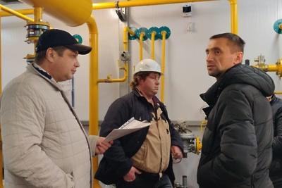 Рабочие заканчивают установку котельной для новой школы в микрорайоне Климовск Подольска