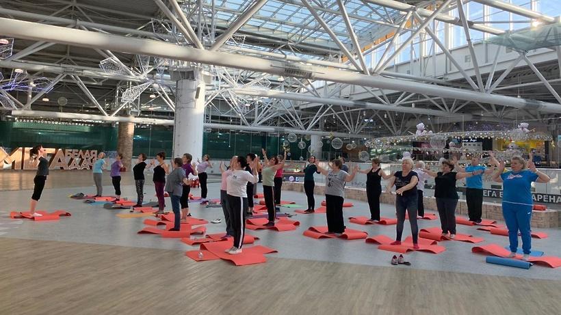 Пенсионеры из Котельников позанимались дыхательной гимнастикой
