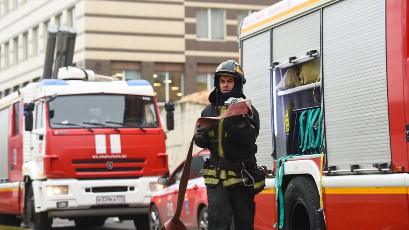 2 человека пострадали в результате пожара в жилом доме на западе Москвы