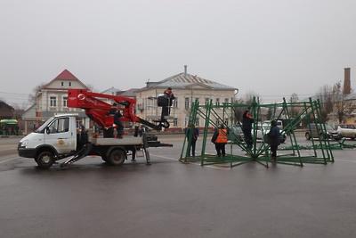 Улицы в Павловском Посаде начали украшать в преддверии новогодних праздников