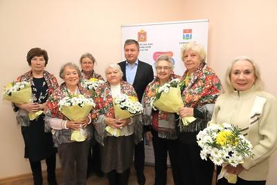 Глава Мытищ поздравил пенсионерок округа с Днем матери