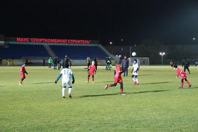 Футбольный сезон закрыли на обновленном стадионе «Строитель» в Наро‑Фоминске