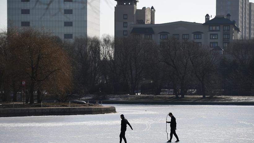 На 13 водоемах Подмосковья толщина льда достигла критических значений