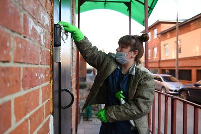 Стали известны лучшие муниципалитеты по дезинфекции подъездов в Подмосковье