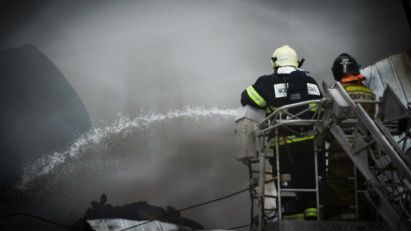 Возгорание потушили в нежилом строении на Звездной улице в Балашихе