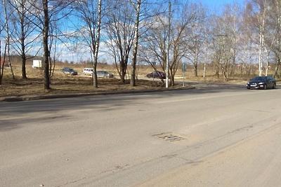 Яму от просевшего люка на дороге в Подольске отремонтируют до 14 мая