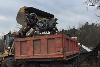 Коммунальщики собрали около 100 кубометров мусора в поселке Поливаново Подольска