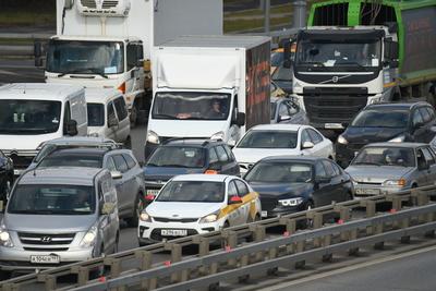 Пробка образовалась на Новорижском шоссе в Подмосковье из‑за ДТП