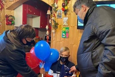 Депутаты Подольска вручили подарки ребятам из многодетных семей ко Дню защиты детей