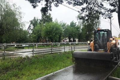 Новые 40 мини‑погрузчиков вышли на уборку дорог Подмосковья