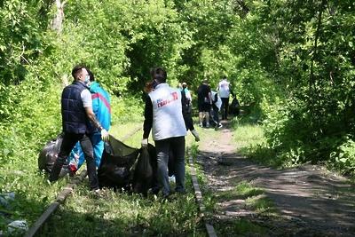 Территорию на железнодорожных путях привели в порядок в Дзержинском