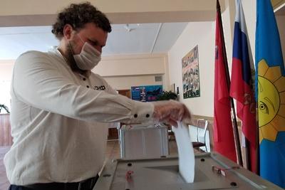 Подмосковный сыровар Олег Сирота принял участие в голосовании по поправкам в Конституцию