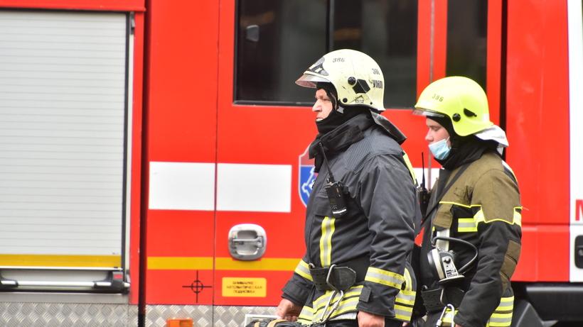 Машина загорелась на Котельнической набережной в Москве