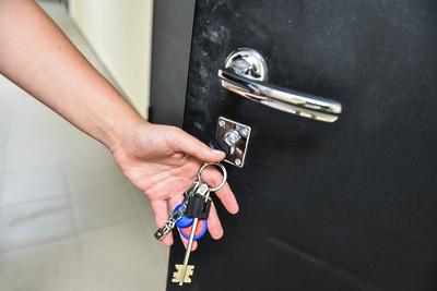 Семьи переселенцев из аварийного жилья в Коломне получили ключи от новых квартир