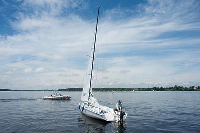 Прогулки на яхте, вейкбординг и сапсерфинг: чем заняться на водоемах Подмосковья