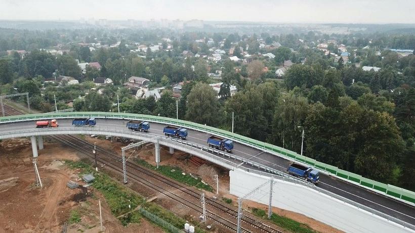 Воробьев поблагодарил строителей путепровода в Дедовске