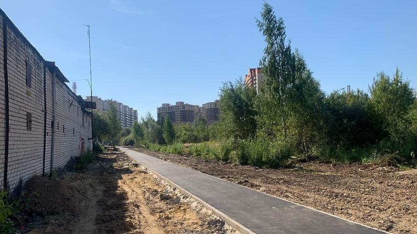 В микрорайоне Климовск Подольска на 70% завершили работы по прокладке тротуаров