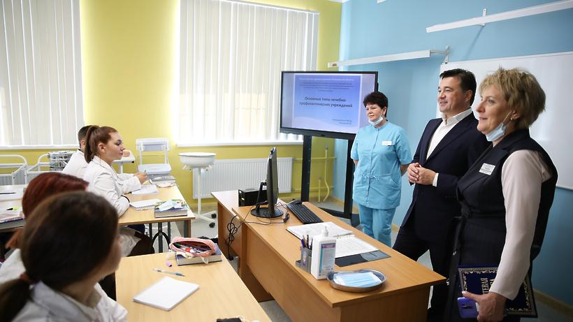 Воробьев поздравил студентов медколледжа в Егорьевске с началом учебного года