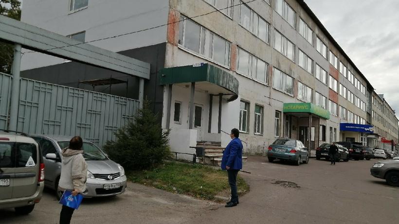 Фасад торгово‑офисного центра отремонтировали в микрорайоне Климовск Подольска