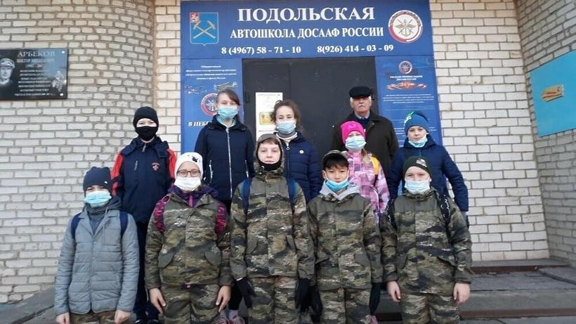 Юнармейцы Подольска прошли тренировку на полосе препятствий автошколы ДОСААФ