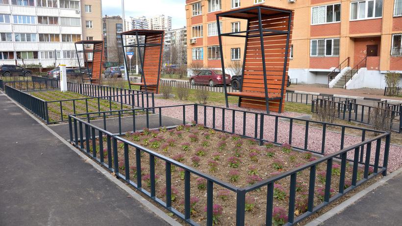 Двор комплексно благоустроили в микрорайоне Первомайский Балашихи