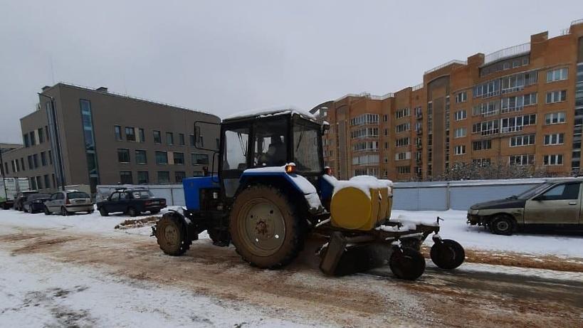 Шесть единиц спецтехники задействовали в уборке Котельников