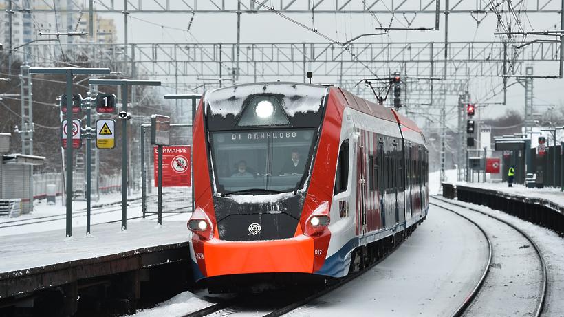 Сбой в движении поездов произошел на МЦД‑1 из‑за человека на путях