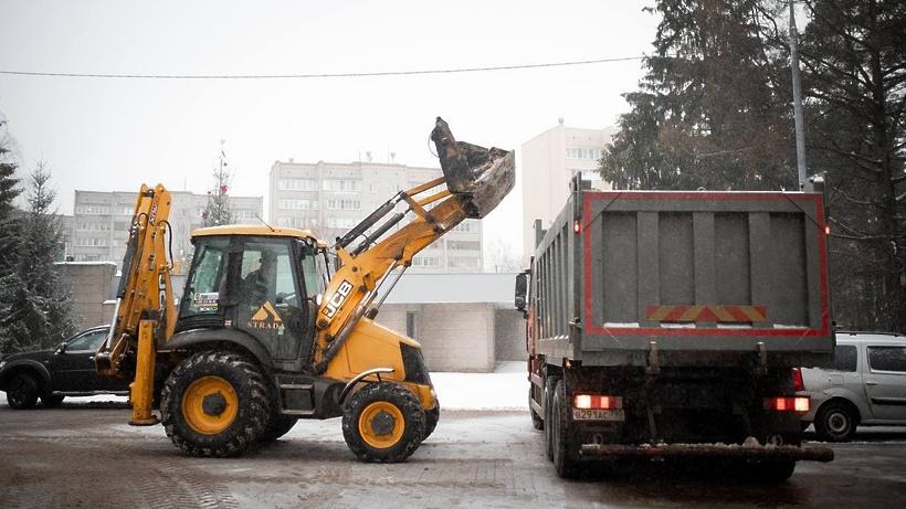 В Подмосковье дороги от снега убирает свыше 1,1 тыс единиц спецтехники, фото-1