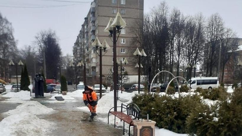 Свыше 6,8 тыс дворников устраняют последствия снегопада в Подмосковье