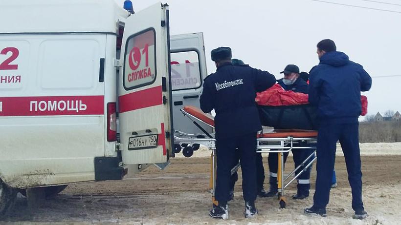 Спасатели помогли врачам попасть в дом к инвалиду в Серебряных Прудах