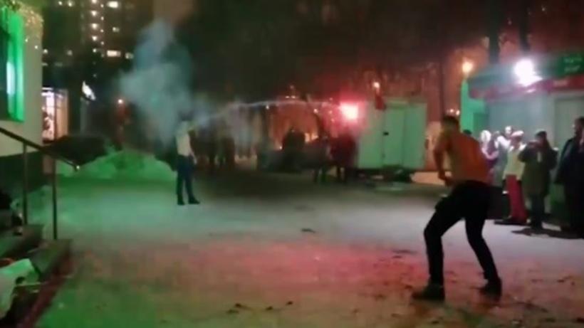 Двое молодых людей в Балашихе провели «дуэль» с фейерверками